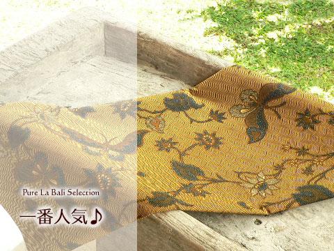 バティック ソロ(bt0035) ソガ色に大胆に踊る草花と蝶、インドネシアのバティック(更紗)を通販。