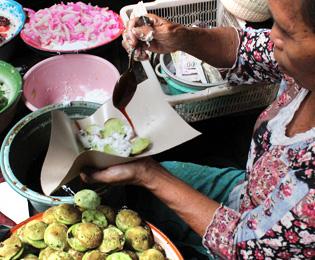 バリ島のお菓子『ラックラック(lak lak)』の画像