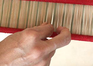 経糸(たていと)を整えるの画像
